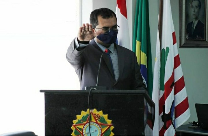 Câmara Municipal de Campo Formoso empossa suplente de vereador
