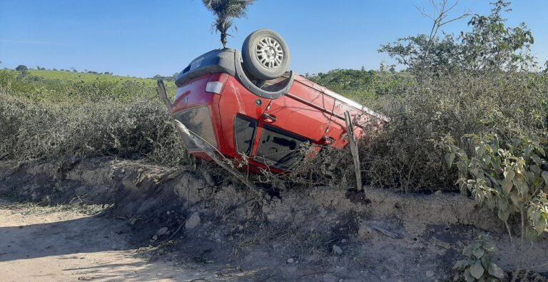 Homem morre após automóvel capotar na zona rural de Campo Formoso