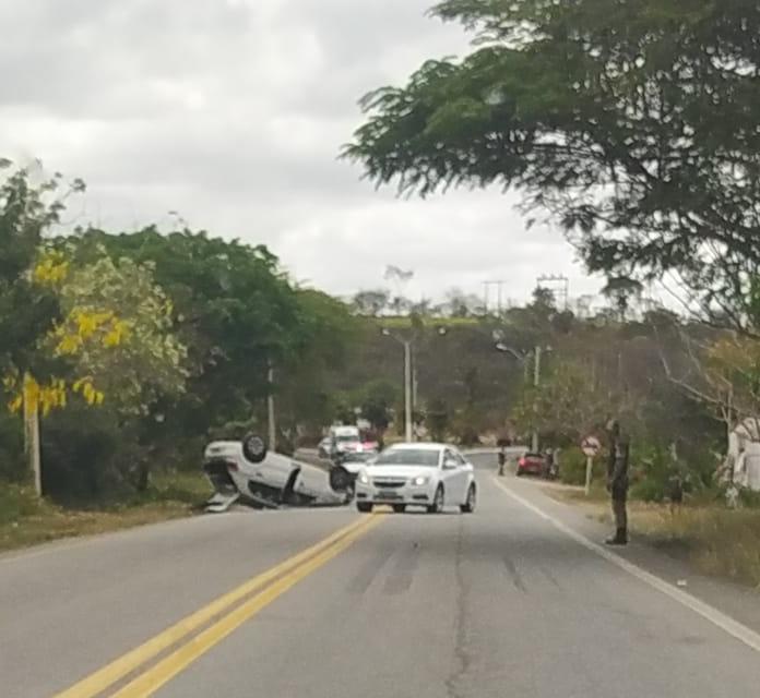 PM registra capotamento de automóvel em entroncamento de Antônio Gonçalves
